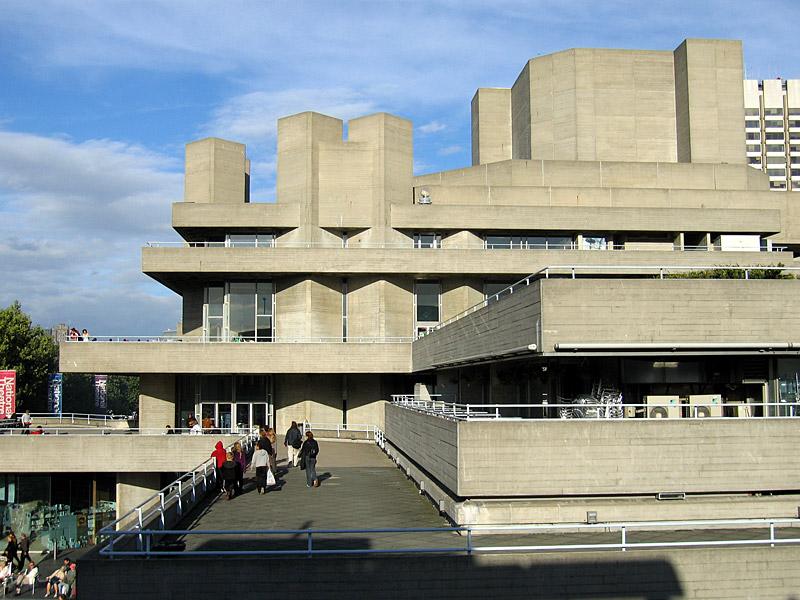 2021 Tipografi Trendleri: Brütalist Mimari ile Tasarlanmış Londra Kraliyet Tiyatrosu 1977